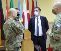 Ministri në detyrë Mustafa bashkëbisedoi me ushtarët amerikan në Kamp Bondsteel