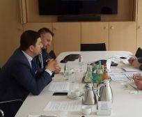 Ministri Krasniqi në Gjermani kërkon mbështetje për bujqësinë nga Banka Gjermane për Zhvillim