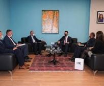 Ministri Faton Peci priti në takim përfaqësuesit e Odës së Afarizmit të Kosovës