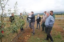 Ministri Mustafa vizitoi bujqit e prekur nga dëmet e breshrit