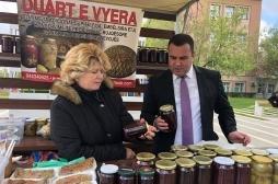 Zëvendësministri Krasniqi vizitoi gratë fermere në tregun mobil në Prishtinë
