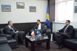 Ministri Krasniqi takoi ambasadorin e ri të Francës, Didier Chabert