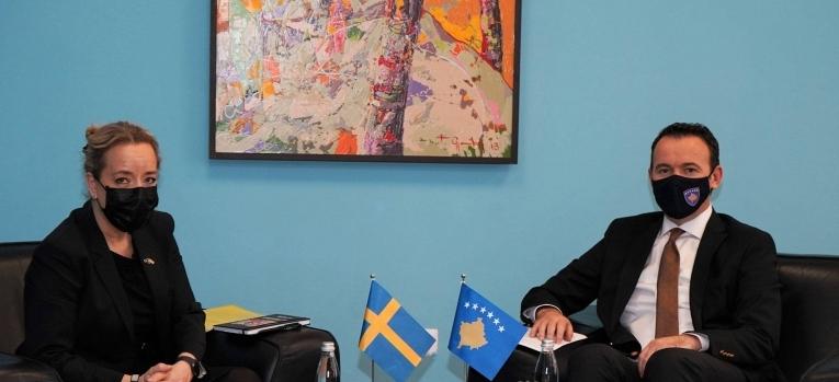 Ministar Faton Peci sastao se sa ambasadorkom Švedske Karin Hernmack Ahlini